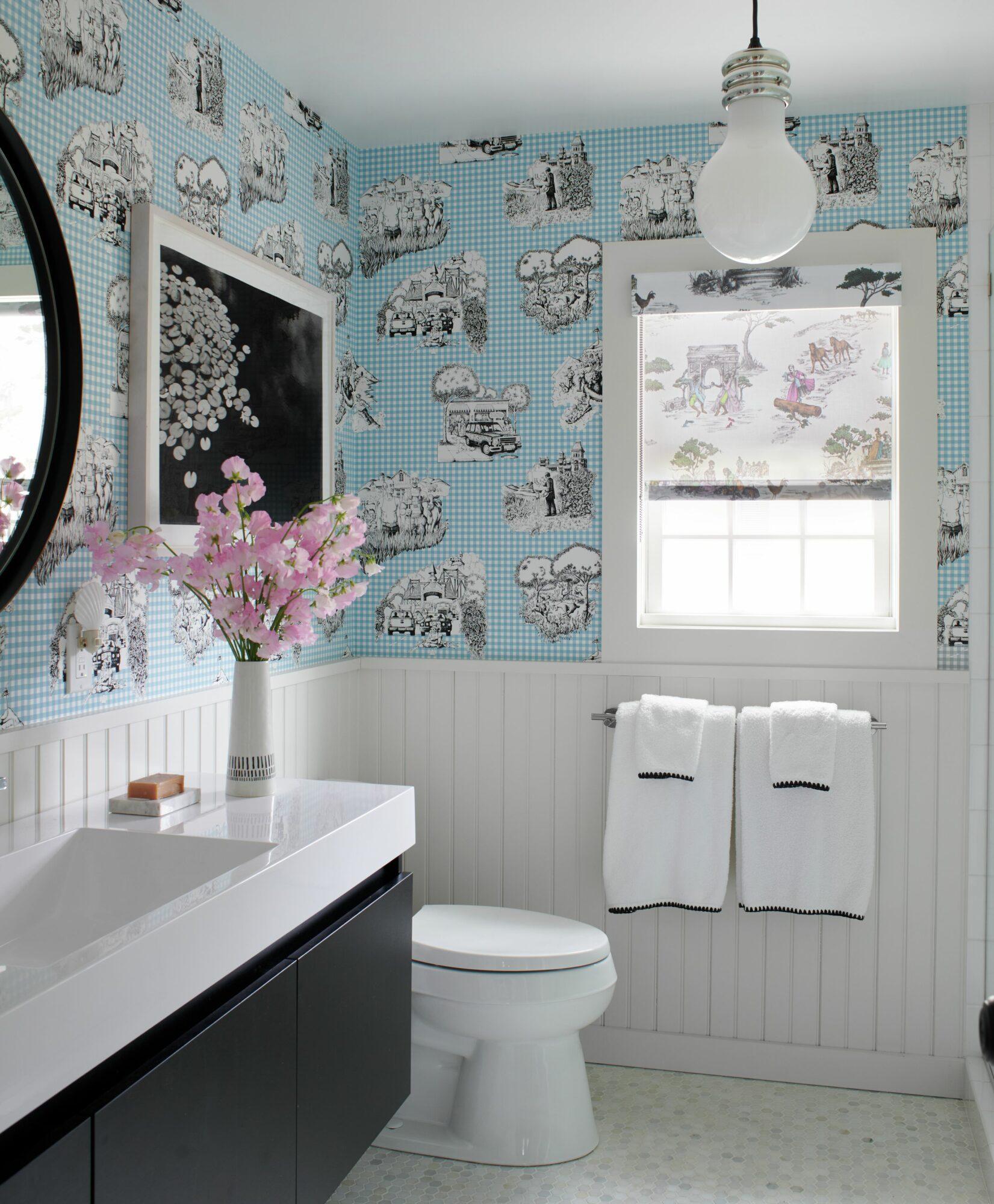harlem toile de juoy in bathroom