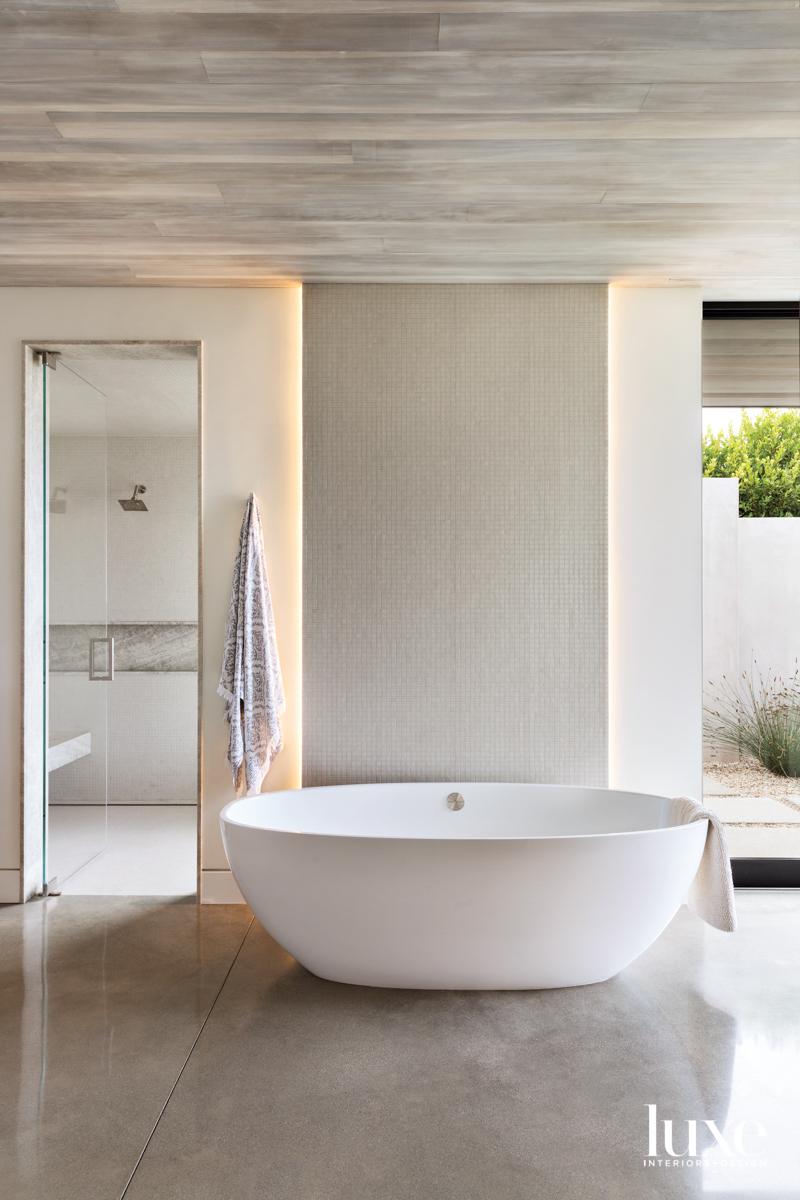 Main bath and tub