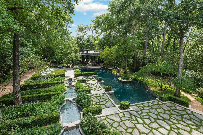 romanov estate lush gardens