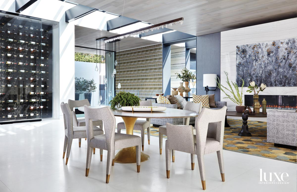 Dining area with a table...