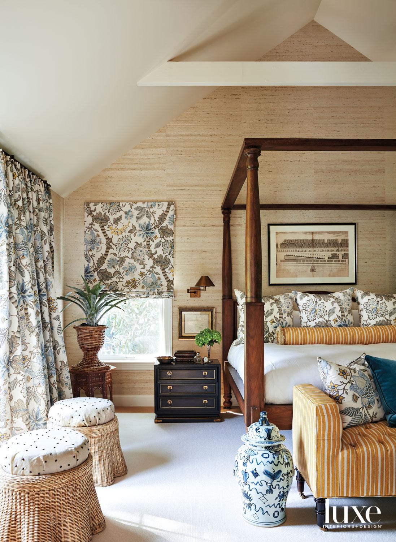 Main bedroom with textured walls